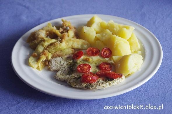 Filety z indyka zapiekane z pesto, mozarellą i pomidorkami