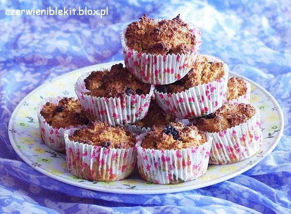 Muffiny kokosowe z suszoną żurawiną i wiśnią