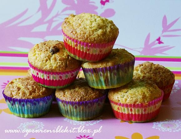 Muffiny z rabarbarem i muesli
