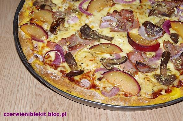 Pizza na dyniowym cieście