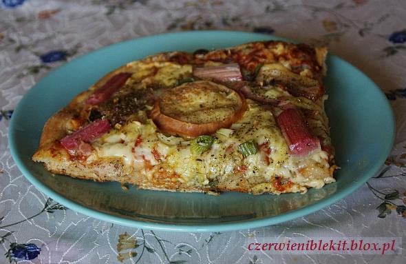 Pizza z boczkiem i rabarbarem
