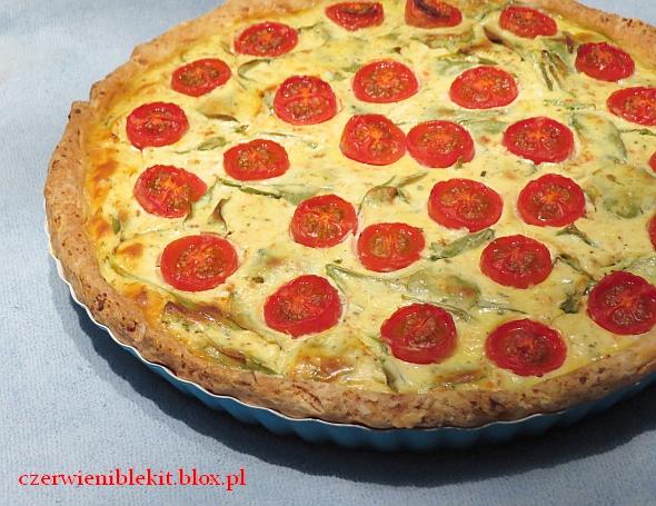 Tarta ze szpinakiem i pomidorkami w cieście twarogowym