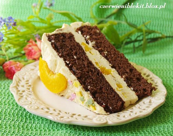Tort czekoladowy z masą chałwową i brzoskwiniami