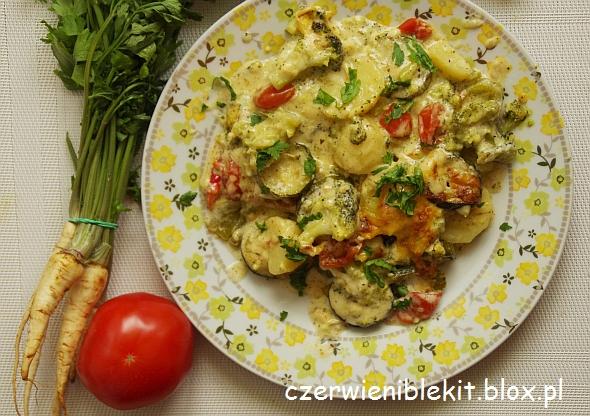 Zapiekanka ziemniaczana z warzywami w sosie serowym