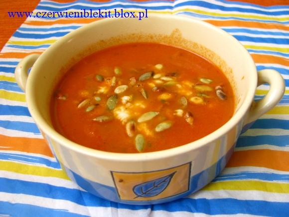 Kremowa zupa paprykowa z mozzarellą i pestkami dyni